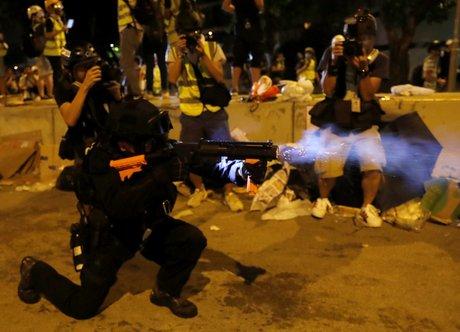 Un millier de policiers au parlement de hong kong