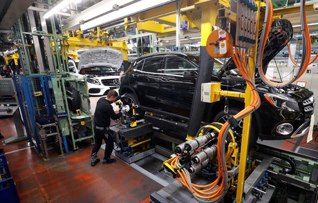 Daimler va intensifier ses economies apres sa perte trimestrielle