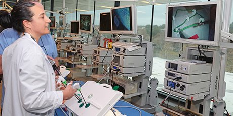 Faculté de médecine de Montpellier : entrainement chirurgical