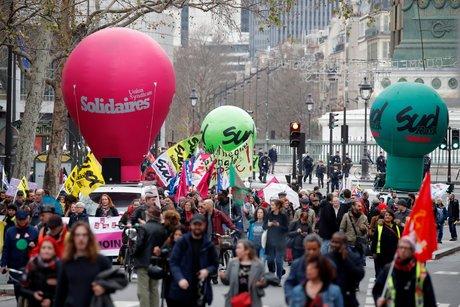 Retraites: 51% des francais continuent de soutenir les greves