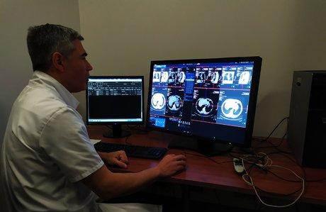 Hopital Foch - logiciel IA de Siemens - François Mellot chef de service de radiologie