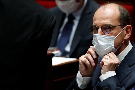 Jean castex invite les ministres a aller sur le terrain