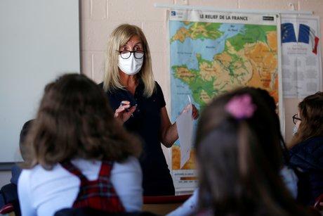 22 etablissements scolaires fermes en raison du coronavirus, dit blanquer