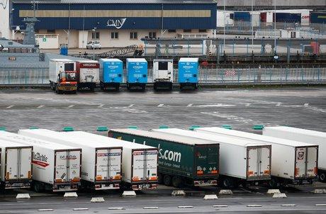 Coronavirus: grande-bretagne et france assouplissent les exigences de tests pour les camions