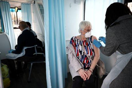 Coronavirus: pres de 20,5 millions de britanniques ont ete vaccines