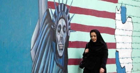 Une peinture sur le mur de l'ancienne ambassade des Etats-Unis en Iran. Photo prise en novembre 2011.