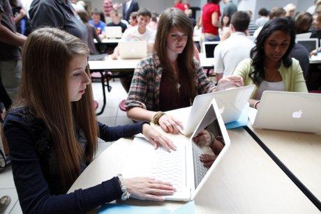 Adolescents ordinateurs