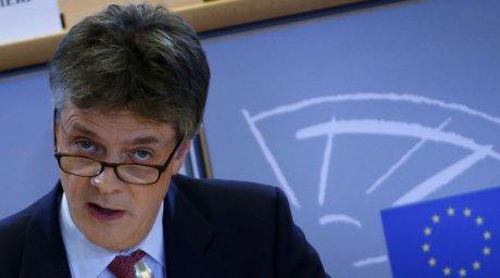 Le Parlement européen veut des réponses écrites de Jonathan Hill