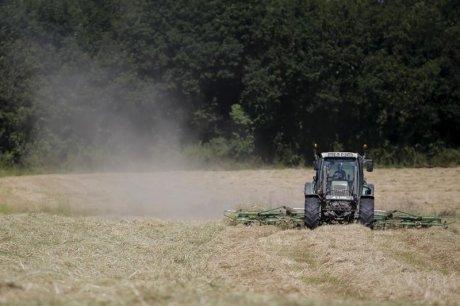 Un millier de tracteurs convergent vers paris