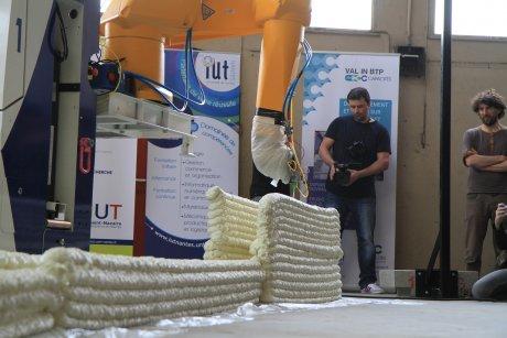 Yhnova, Batiprint 3D, projet construction additive avec imprimante 3D, Université de Nantes, Thual, BA Systemes, robot,