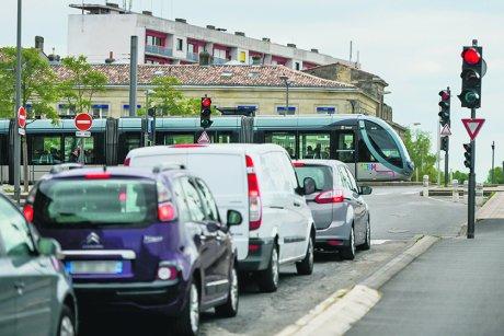 carrefours à feux, Bordeaux, voiture, tramway, circulation, mobilité,