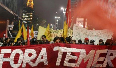 Après un nouvel épisode dans l'affaire Petrobras, visant le président Michel Temer, plusieurs milliers de Brésiliens ont manifesté pour sa destitution.