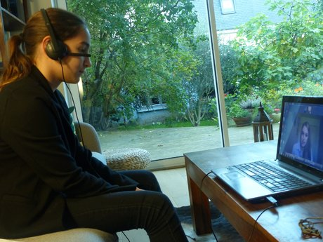 VivaLing EdTech jeune fille + ordinateur
