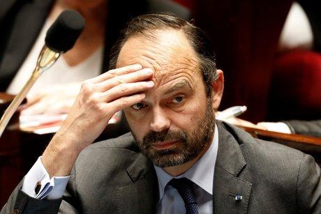Philippe mu par le cauchemar de l'effondrement francais