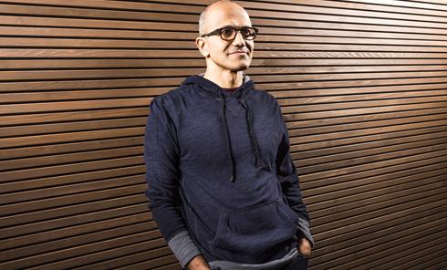 Le patron de Microsoft revient sur ses propos misogynes et s'excuse - La Tribune.fr
