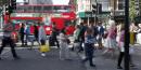 Des piétons traversent Oxford Street à Londres, en Angleterre au Royaume-Uni  le 14 août 2016, deux mois après le Brexit