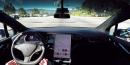 Capture d'écran d'une vidéo de démonstration du logiciel Autopil de Tesla pour sa voiture autonome