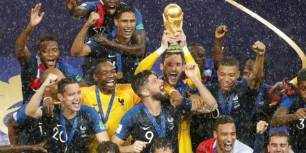 Les champions du monde sur les champs-elysees lundi
