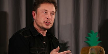 Musk envisage de retirer tesla de la cote