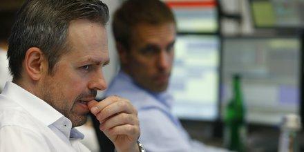 Les bourses europeennes terminent en baisse