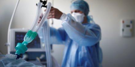 Coronavirus: le gouvernement defend sa strategie sur les respirateurs