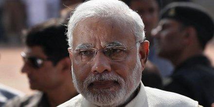 L'Indien Narendra Modi fait un geste vers ses voisins