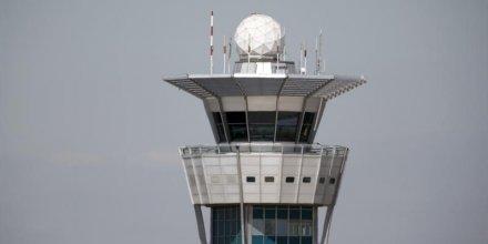 Un syndicat de contrôleurs aériens lève son préavis de grève
