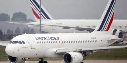 Air France annonce un vol sur deux lundi à cause de la grève
