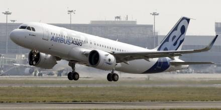Premier vol d'essai de l'A320neo d'Airbus à Toulouse