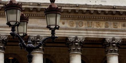 Les Bourses européennes débutent la semaine dans le vert