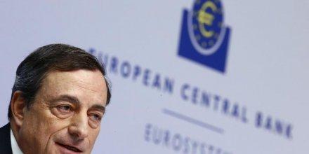 Risque limite de deflation en zone euro, dit draghi