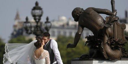 En 2013, le nombre de mariages en france a touche un plus bas depuis l'apres-guerre