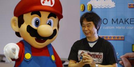 Super Marion de Nintendo avec son créateur et directeur général de Nintedo EAD Shigeru Miyamoto en juin 2014