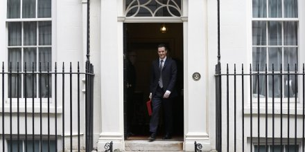 Le budget de george osborne parie sur la reprise en grande-bretagne et rejette l'austerite