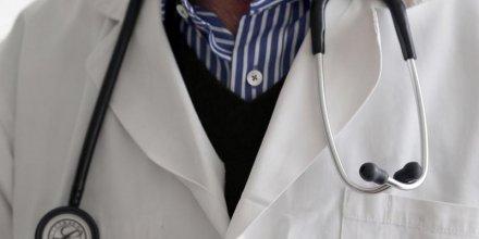 Manuel valls tente d'apaiser les medecins au sujet du projet de loi sante
