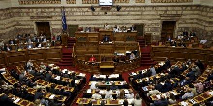 Athenes critique les deputes frondeurs avant le vote de la vouli