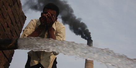 Réchauffement climatique, climat, pollution, fumées cheminée d'usine, COP 21, eau, pauvreté, Inde, émissions de gaz à effet de serre, CO2