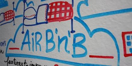 OuiShare Summit 2012 / Airbnb, par Natalie Ortiz. Via Flickr CC License by.