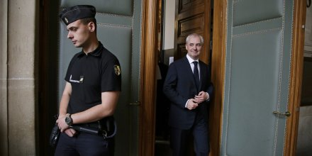 Le président de BPCE François Pérol jeudi 24 septembre à la sortie de l'audience au cours de laquelle il a obtenu sa relaxe