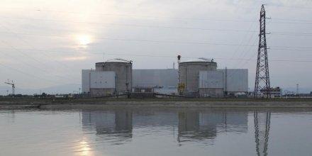 Hollande assure que la centrale de Fessenheim fermera, dit EELV