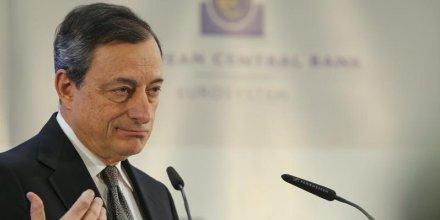 Draghi pense que l'inflation remontera en fin d'annee