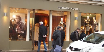 Boutique de prêt-à-porter Gérard Darel, par Francisco Gonzalez. Via Flickr CC License by.
