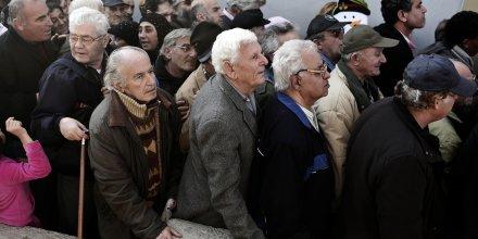 retraités, pauvres, Grèce, vieux, vieilles, aïeuls, aïeux, troisième, 3e âge, anciens, âgés, retraites, pauvreté, assistance, SDF, Athènes