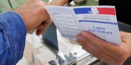 Les francais appeles a voter dans un climat d'incertitudes