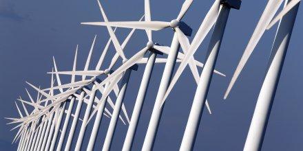Des éoliennes à Port Saint Louis du Rhone, près de Marseille