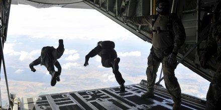 C130 Super Hercules, avion cargo, armée, transport militaire,