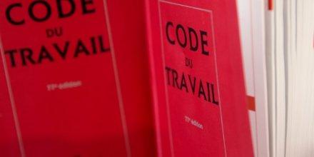 Manuel valls presente une reecriture partielle du projet du code du travail