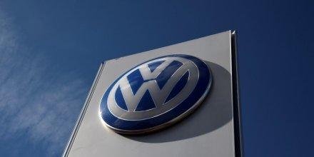 Volkswagen espere revenir en mai sur le marche de la dette obligataire
