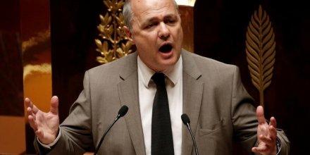 Bruno le roux exprime des reserves sur d'eventuelles sanctions contre des frondeurs