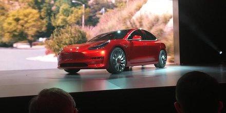 Tesla vendra pour 2 milliards de dollars d'actions pour lancer la model 3